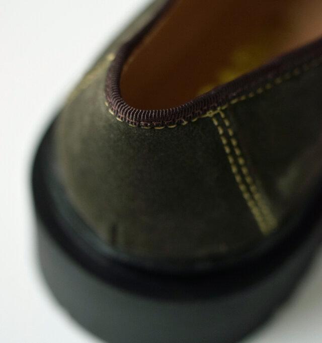 オリーブは、黄緑のステッチと茶色のテープを使用し、よりカントリーな風合いが漂います。