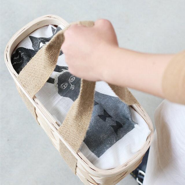 かごバッグのおしゃれな目隠しにもぴったりです。
