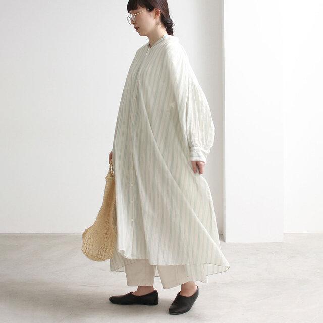 ゆったりとしたシルエットに、女性らしいパフ感のある袖がチャームポイント。