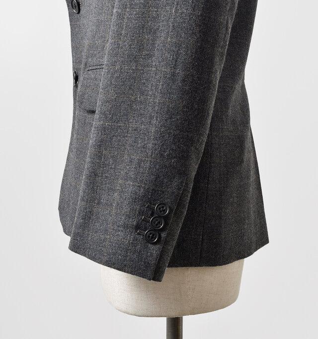 袖口は本切羽仕様になっており、本格的なつくりです。