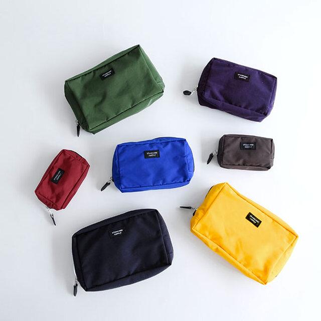 ブランドの特徴の一つでもある、豊富なカラーバリエーション。ベーシックカラーから、バッグの中でも見つけやすい鮮やかなカラーまで13色ご用意しています。 用途に合わせて、サイズ・カラー違いで揃えてみても◎です。