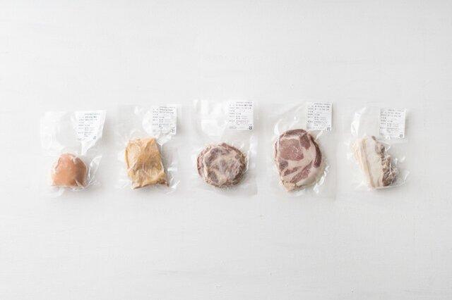 無添加のハム&ベーコン。解凍してすぐに食べられます。  チキンハム(胸肉)、チキンハム(モモ肉)、ポークハム(肩ロース肉)、ポークハム(ロース肉)、ベーコン(ボイル)、内容量はすべて100g