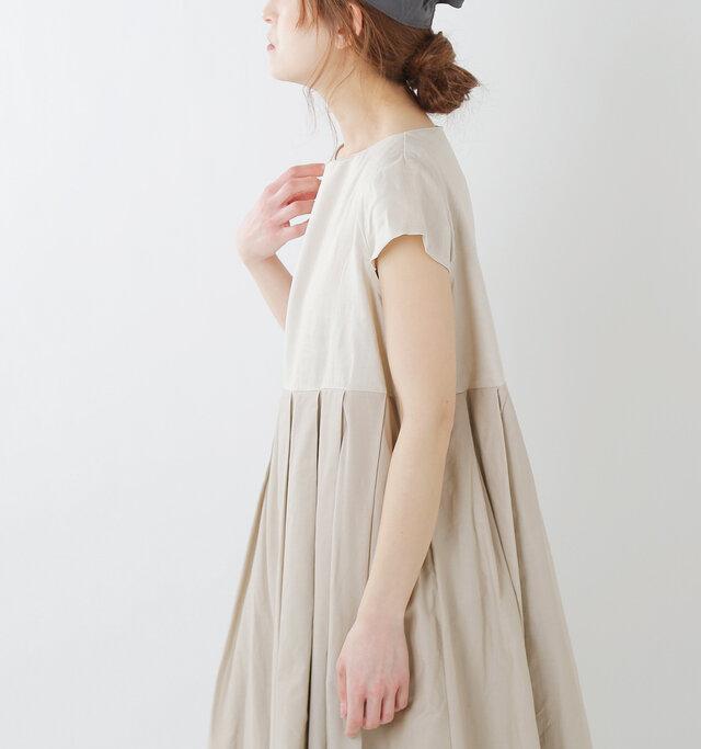 ちょこんと立った姿が可愛いフレンチスリーブ。広すぎず、安心感のあるデザインです。