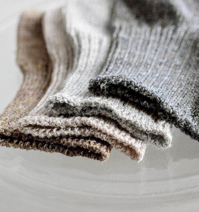 たくさんの色が織り交ぜられた杢カラーで馴染みやすく、あわせやすさも満点。 カラーはナチュラルで優しい色味の4色をご用意しております。