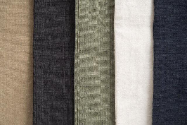 左からチノ、ブラック、カーゴ、ホワイト、デニム。