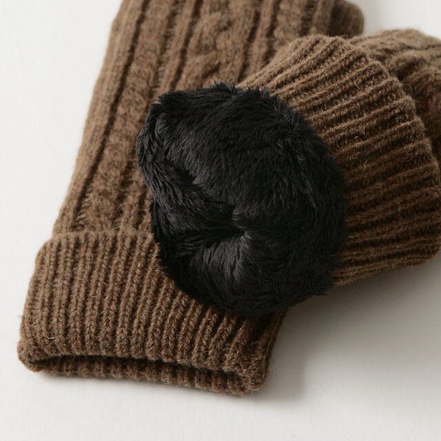裏地に毛足の長いポリエステル素材を使用することで、ふわふわとした手触りに 通気性がよく、乾きやすい性質をプラス。快適な着用感です。