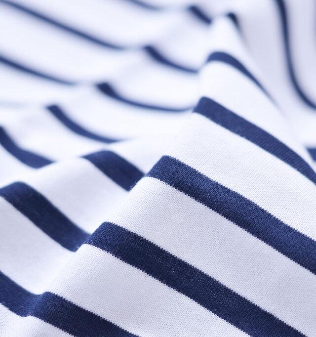 セントジェームス定番のTシャツ、ピリアックと同じやや薄手のコットン生地を使用。さらりとした肌触りで柔らかく、素肌にも気持ちの良い着心地です。吸水性が良いので汗ばむ季節に快適に着て頂けます。