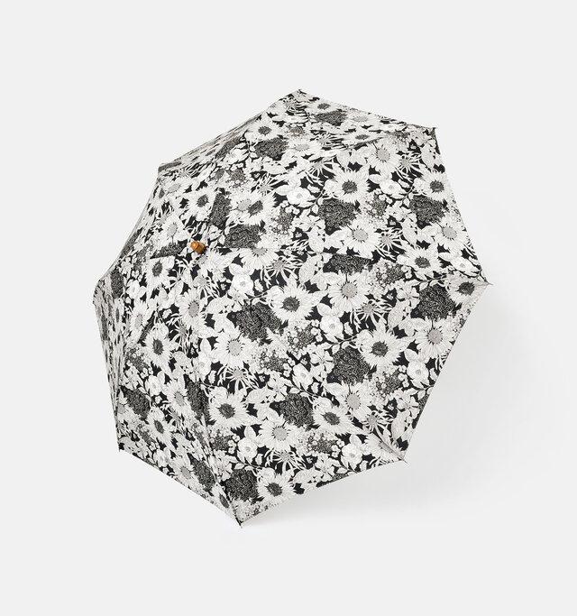 向日葵、ゼニアオイ、アンゼリカ、ヒナギク、シャクヤク、紫陽花等が力強く描かれた、都会的な2トーンのデザインです。