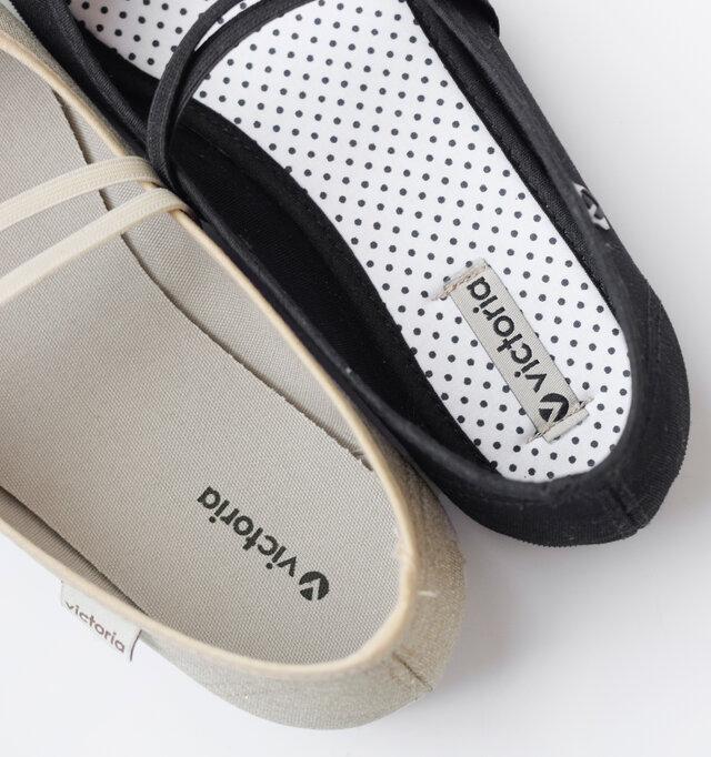 クッションの効いたインソールで足の疲れを軽減します。インソールの柄はカラーによって異なります。