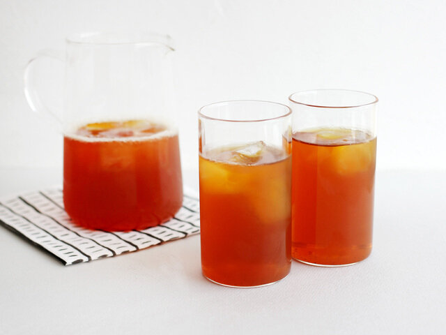 夏にはシロップを入れたアイスティー、冬にはスパイスを加えてチャイにしたりと、 1年中様々なアレンジでお楽しみいただけますよ。