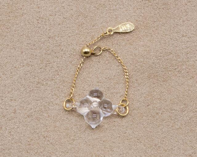 小さなお花がモチーフの「ホワイトフラワー」
