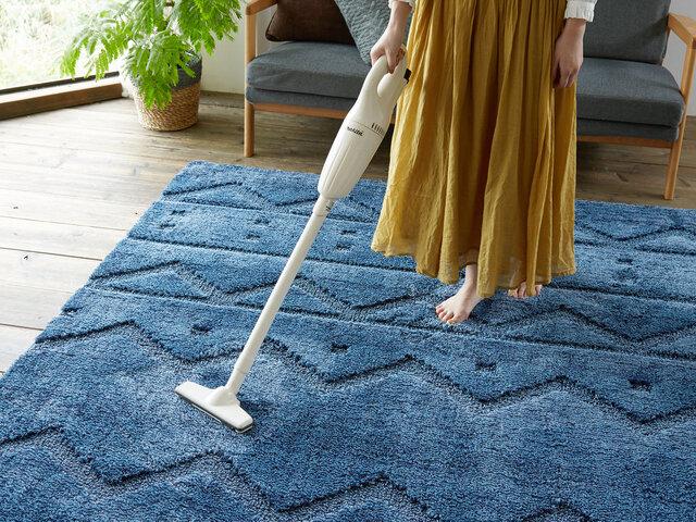 """100%長繊維(フィラメント糸)を使用しているので""""遊び毛""""がほとんど出ません。だからお手入れ簡単!お掃除ラクラク!清潔に使えます。"""