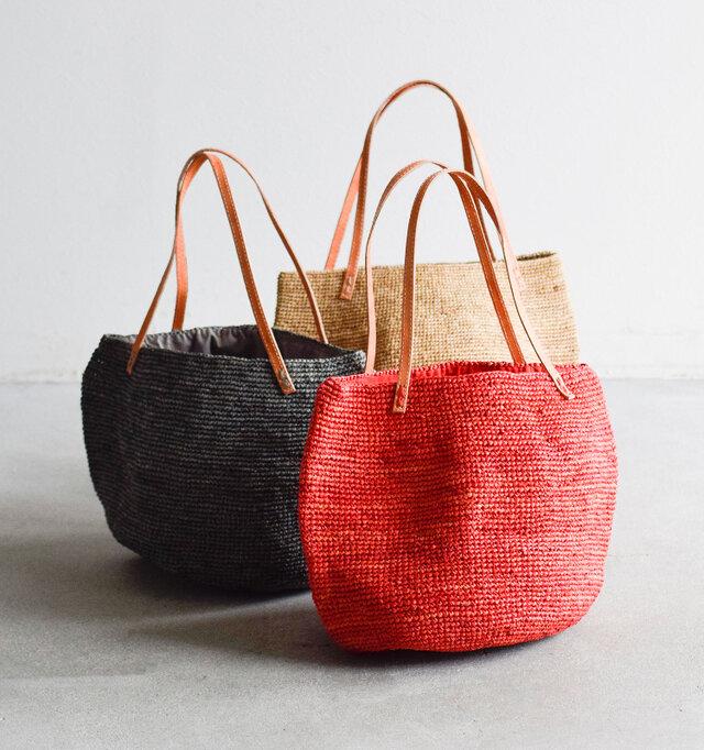 旅をテーマにしたフランスのカゴブランドLe voyage en panieより、毎年大人気のラフィアかごバッグが今年も届きました。
