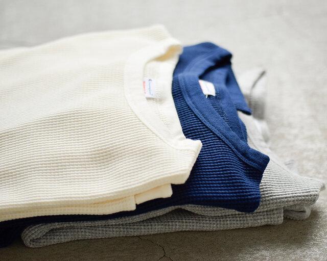 表情豊かなワッフル編みのサーマルTシャツが届きました。ゆとりのあるシルエットで適度なリラックス感があって、1枚で着映えするTシャツとなっています。