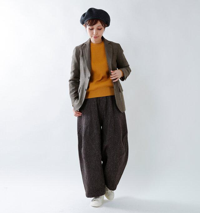 model yama:167cm / 49kg color : brown check / size : 36   コンパクトな2つボタンのテーラードジャケット。着丈を少し短めにする事でコンパクトなバランスに。