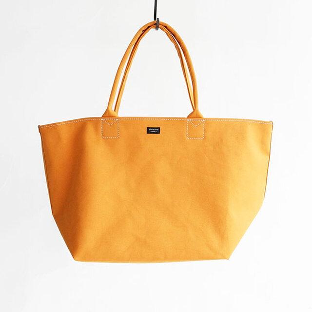 このPLENTYシリーズのバッグに使われる素材は、  福岡県久留米を拠点とするシューズメーカー「MOONSTAR」提供の、通称「ポンジ」と呼ばれる生地。  実際にMOONSTARのスニーカーにも使われています。