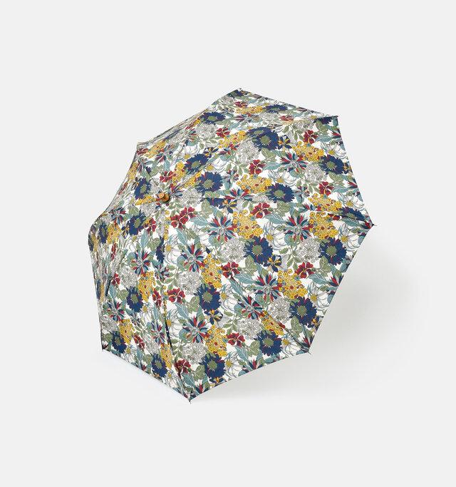 定番柄として殿堂入りしているアンジェリカ・ガーラ。庭に咲く色とりどりの花をイメージした柄は、大輪の花とくっきりした色合いが印象的です。