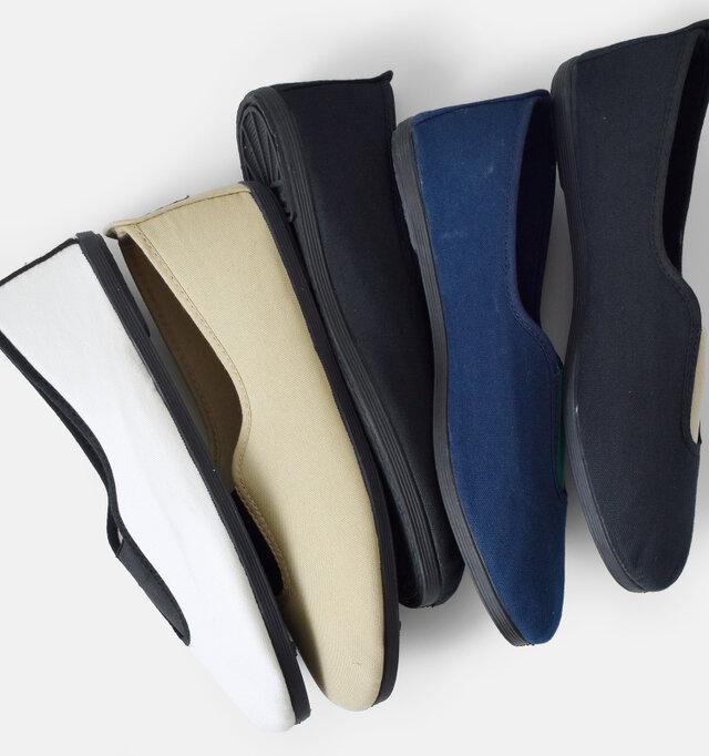 アウトソールは伝統的なヴァルカナイズ製法を採用。職人一足ずつ組み合わせて、キャンバス地とゴムを強力に接着ししています。一体化しているため、しなやかな履き心地で剥がれにくく耐久性に優れています。