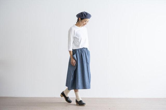 まるで、袖のようなポケットが印象的な一枚。「homspun(ホームスパン)」らしい遊び心の詰まったデザインです。
