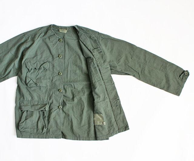 ミリタリーの本格ムードと、メンズライクなオーバーサイズがトレンド感のある一枚。 ジャケットとしてはやや軽めの生地感ですので、シャツ感覚でさらっと羽織れます。