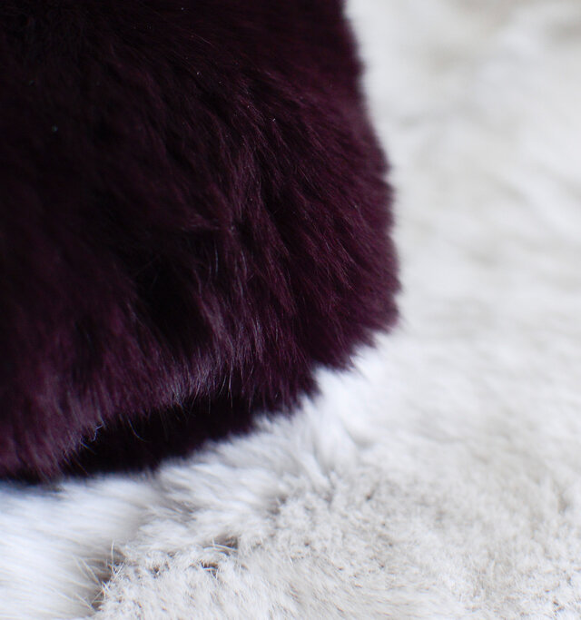 ラビットファーの中でも最上級のレッキスラビット毛を使用。とてもやわらかなふわふわの綿毛が特徴です。