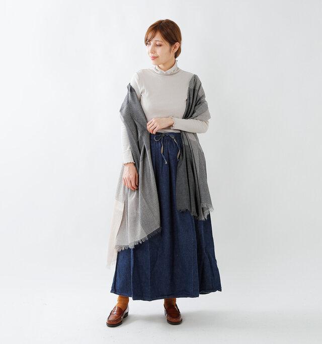 model yama:167cm / 49kg color : grage / size : F