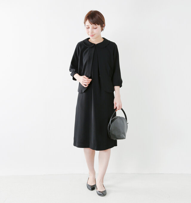color : black / size : 38   同素材のスカートやセットアップで着られるジャケットもご用意しており、結婚式や入学式など、フォーマルなシーンでも活躍してくれます。
