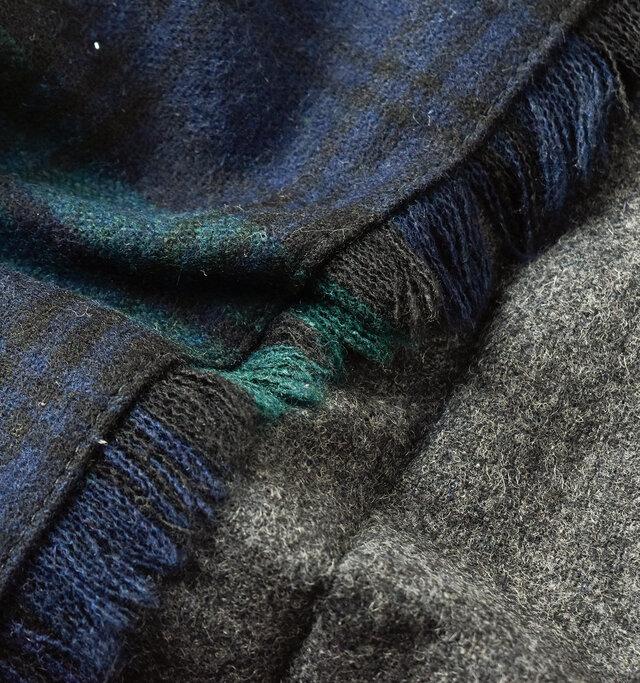 ウール混生地ながらチクチク感があまりなく、柔らかで優しい肌触りに。薄手で軽く、穿き心地も◎。ウールの起毛感があり、温かみも感じられます。バリエーション豊富なチェック柄と、定番のプレーンカラーのバイカラーをお楽しみください。