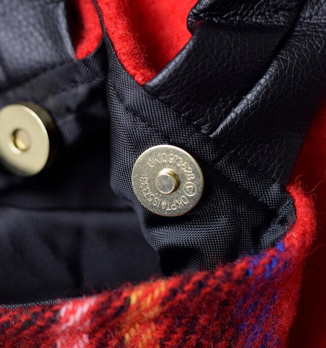 手袋をしていても開閉しやすいマグネットボタンが、荷物の落下を防止してくれます。