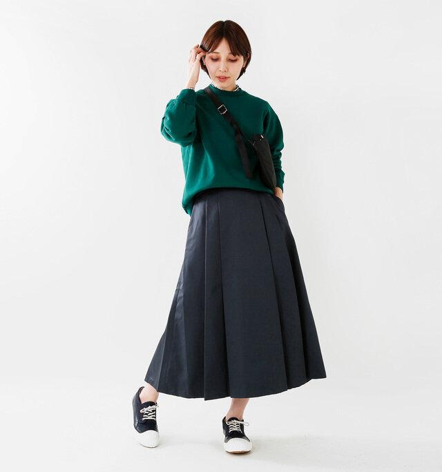 model yama:167cm / 49kg color : navy / size : 24.0cm