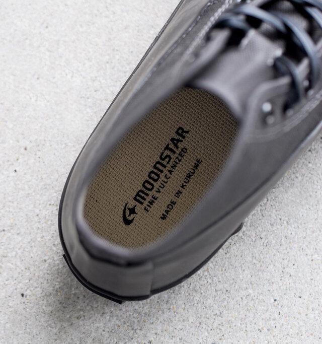クッション性のあるインソールで足の疲れを軽減。肌触りのよいキャンバス素材。