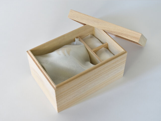 金は上品な専用の木箱に収められているので、大切な方へのギフトとしてもおすすめです◎