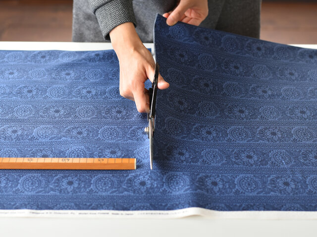 小柄なので、クッションカバーやポーチなど小物作りにも使いやすいデザインです。