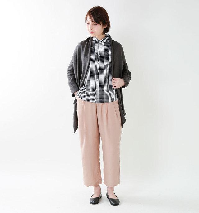 model yama:167cm / 49kg color : black / size : 7.5   春夏は爽やかに素足で、秋冬はソックスと合わせたコーディネートでオールシーズン履いていただけます。どこかクラシックで女性らしいスタイリングにしてくれます◎