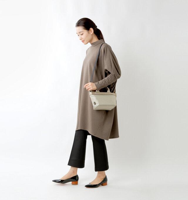 model mizuki:168cm / 50kg  color : gray beige / size : one