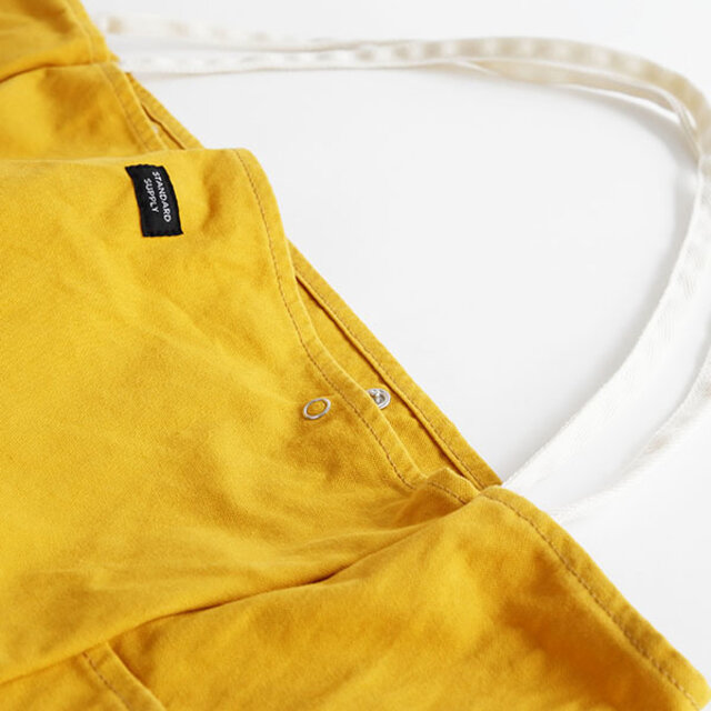 口元のスナップボタンは、簡単に留め外しが出来るので肩にかけたままでも物の出し入れがスムーズです。