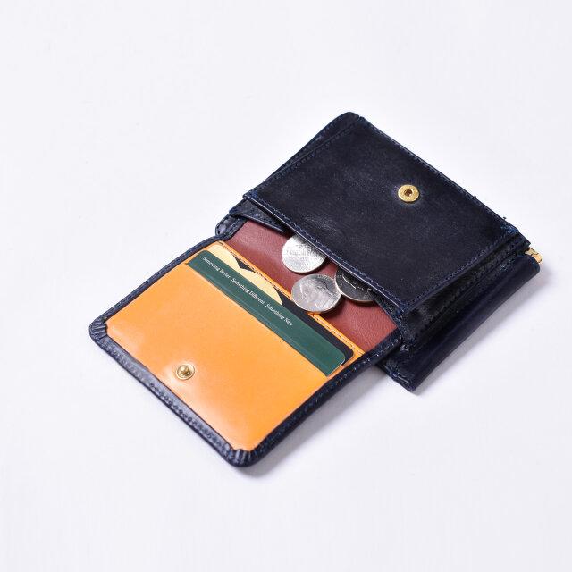 カードを7枚収納可能。 コインポケットが外側にあることで財布を広げずに、スムーズに小銭の取り出しができます。