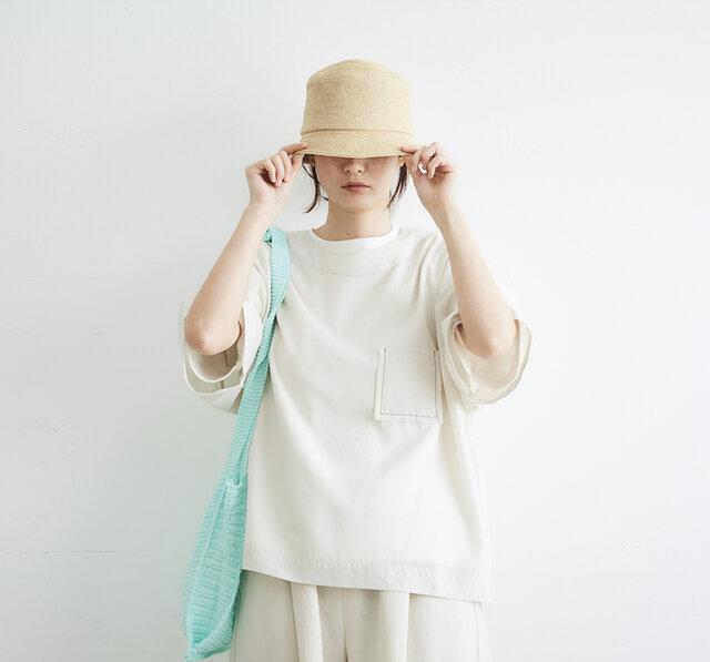 手作業で丁寧に縫製したブレードのバケットハットです。  ウォッシュ加工を施しワイルドな風合いに仕上げました。 無駄のないシンプルなデザインなので、お洋服を選ばず気軽に合わせやすいです。