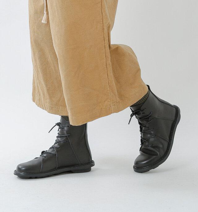 可愛くもあり、かっこよくもある。多彩な表情を持つtrippenの「NOMAD」は、色々なスタイルに合わせられるマルチなショートブーツです。