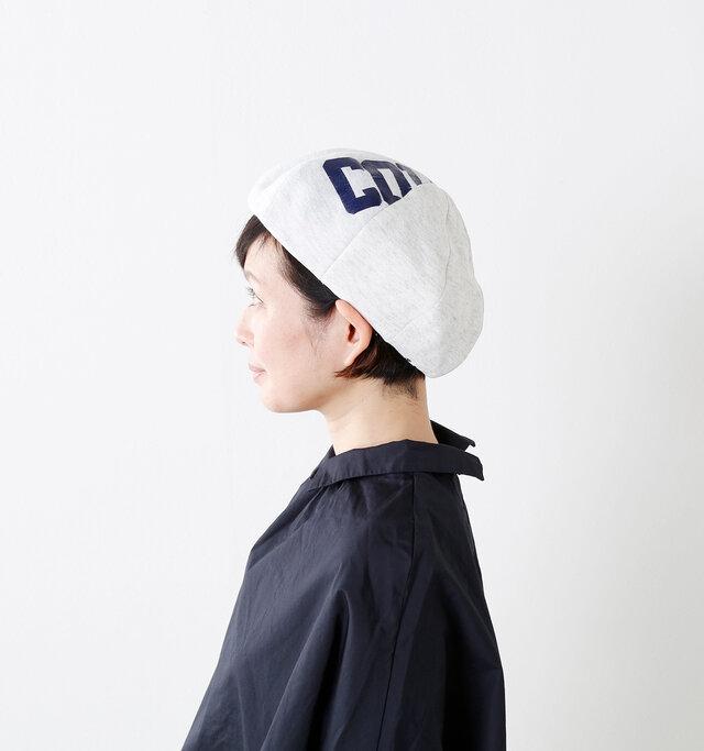 ヴィンテージのスウェットを解体して仕立て上げたベレー帽は何とも味があります。