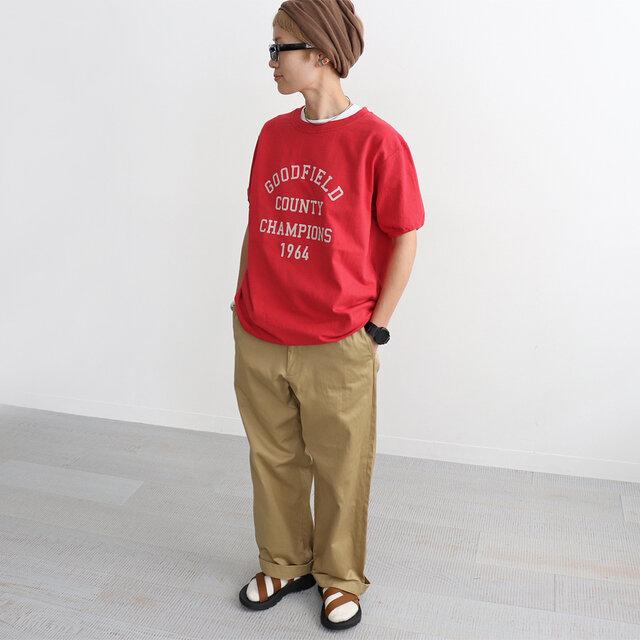 レッド (×ペールベージュロゴ) / L 着用、モデル身長:158cm あえてゆったりとLサイズ着用