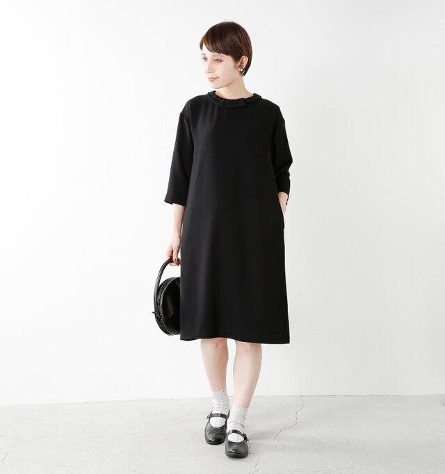 color : black / size : 38  後襟は短めでキレイめ感を着崩すことなくスタイリッシュに着こなせます。