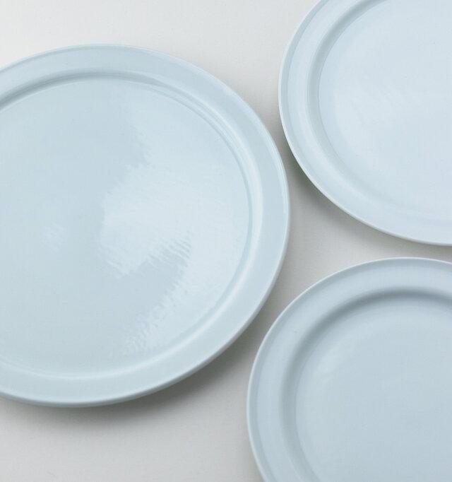 サイズは18cm・21cm・24cmの3種類。 材質は割れにくい強化磁器を使用。