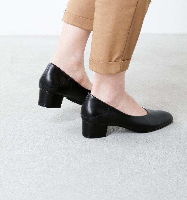 また全面的な厚底と違い、横から見たラインが美しく、美脚&脚長効果も期待できます。