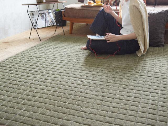 ホットカーペットや床暖房の上にでもご使用して頂けるよう耐熱加工を施しておりますので、オールシーズン快適です。