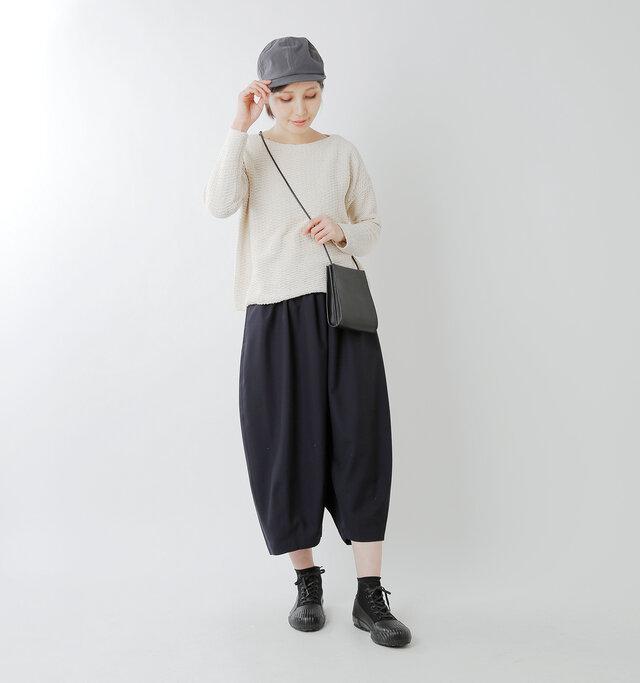 model yama:167cm / 49kg color : black / size : 24.0cm  メンズライクなデザインは足元を引き締めてくれますね。