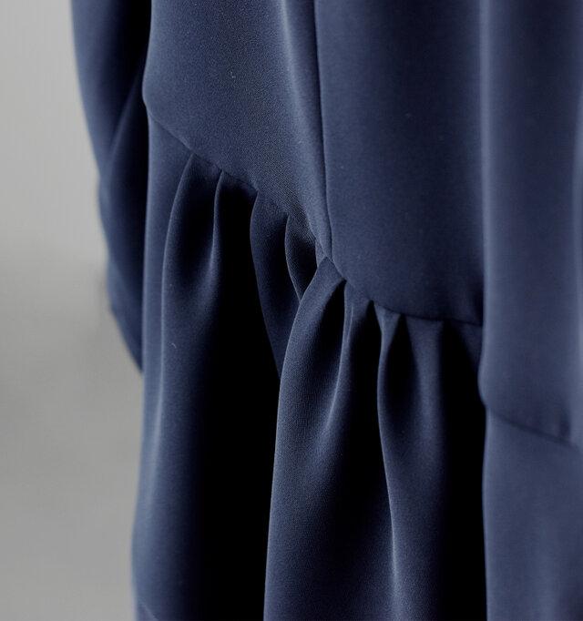 Si-Si-Siで人気の定番ジャケット。 フォーマルシーンにぴったりな「とろみ素材」で、aranciatoのために作ってもらいました。