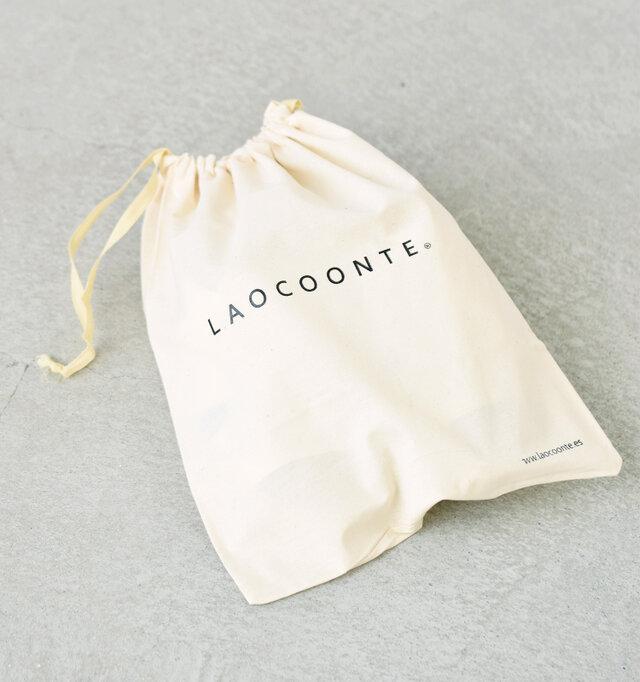 シューズの保管や持ち運びに便利なオリジナルの巾着コットンバッグ付きです。