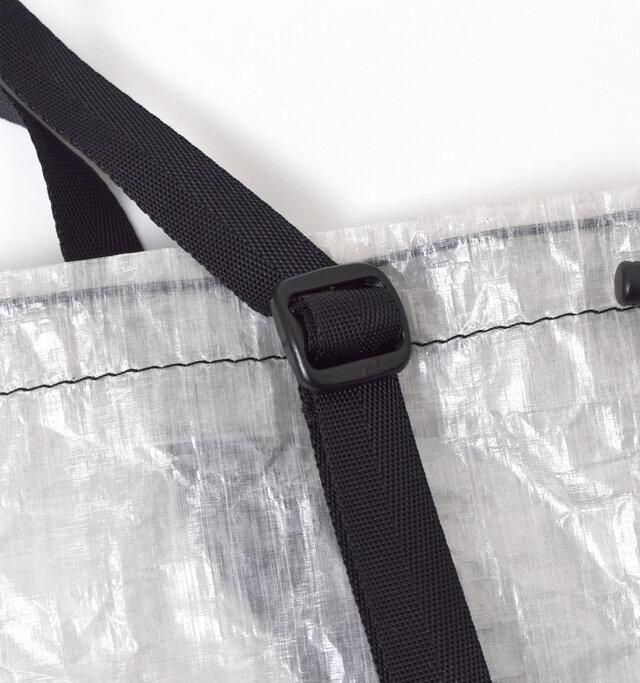 持ち手の長さは調整可能なので、一番長くしてトートバッグやハンドバッグとして使っても◎