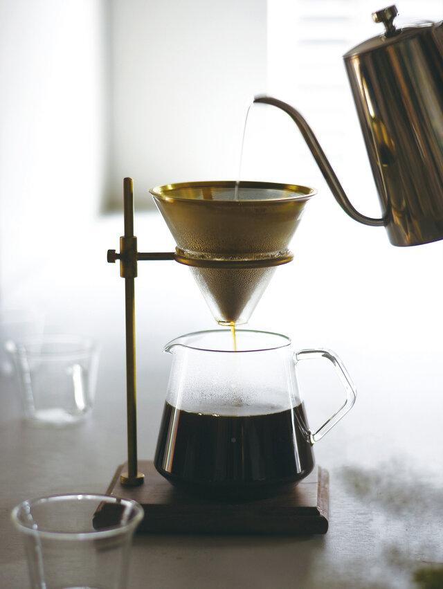 スタンド、フィルター、ブリューワー、サーバー、ホルダーがセットされているので、お好きなコーヒーさえ用意すれば、すぐにくつろぎの一杯を味わうことができます。